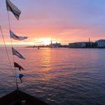 höyrylaivoja Pietarissa auringonlaskussa